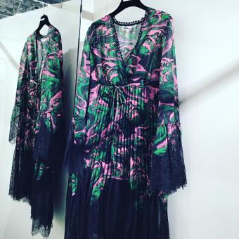 MCQ ALEXANDER MCQUEEN Kleid VOLUME HYBRID PLEATED DRESS